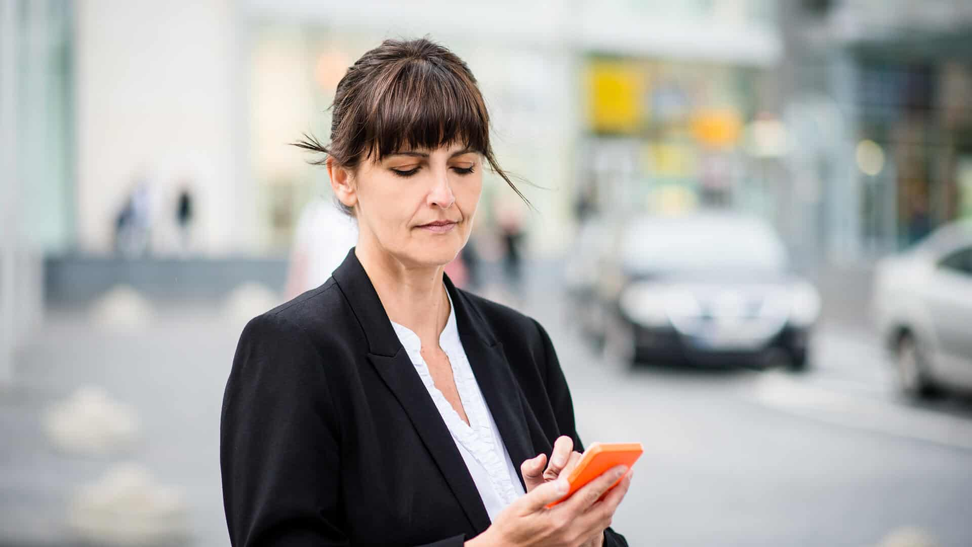 Using a Texting Service for Business: Benefits of MMS Messaging with Customers